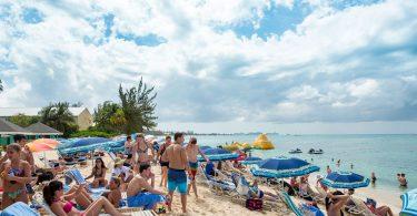 Kajmanské ostrovy: Více než půl milionu návštěvníků v roce 2019