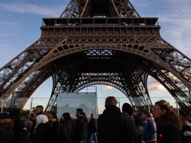 برج ایفل: با عرض پوزش ، گردشگران ، امروز بسته ام