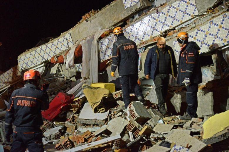 22 pessoas mortas no terremoto devastador na Turquia