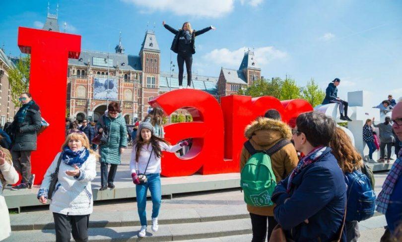 Návštěvníci Amsterdamu zasáhli novou 10% turistickou daní