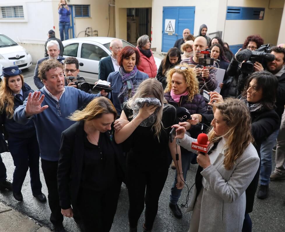 Turis Inggris diberikan hukuman percobaan untuk klaim pemerkosaan geng hotel Siprus palsu