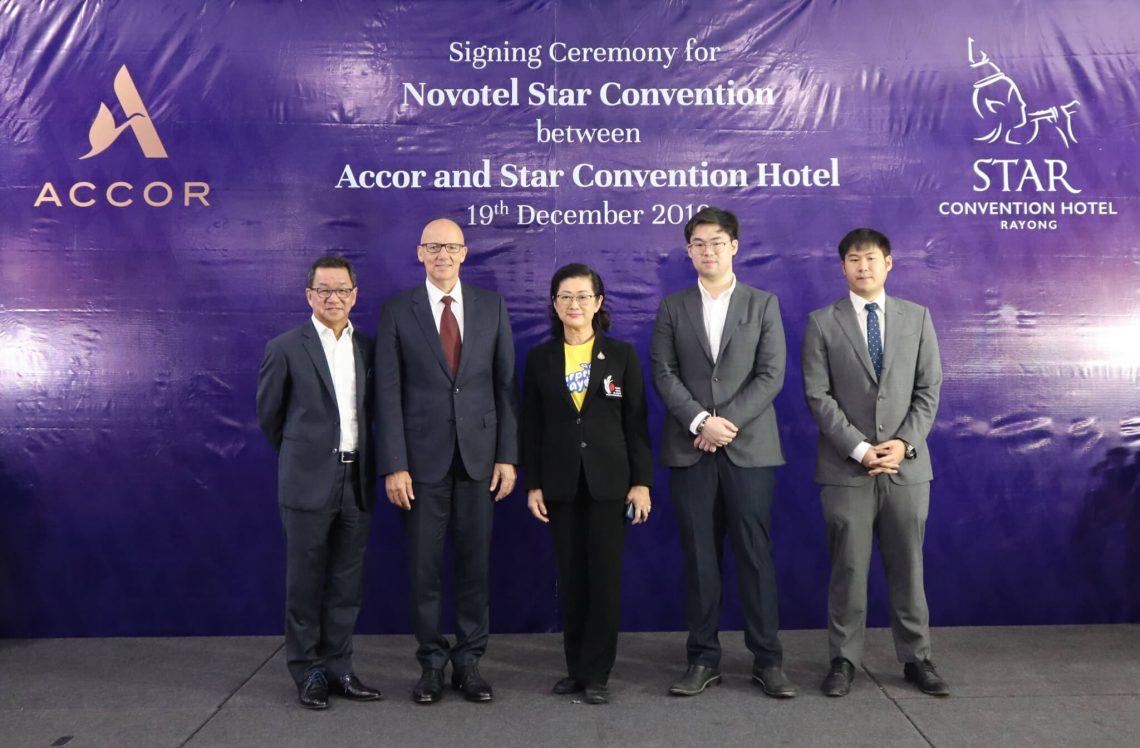 Star Convention Center i Thailand i lalo o le pulega fou