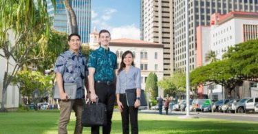 Njihni dikë që dëshiron të studiojë turizmin në Hawaii?