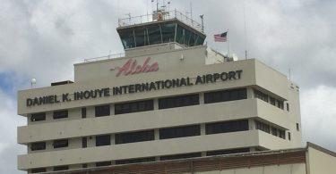 تجمع عمال النقابة في مطار هونولولو