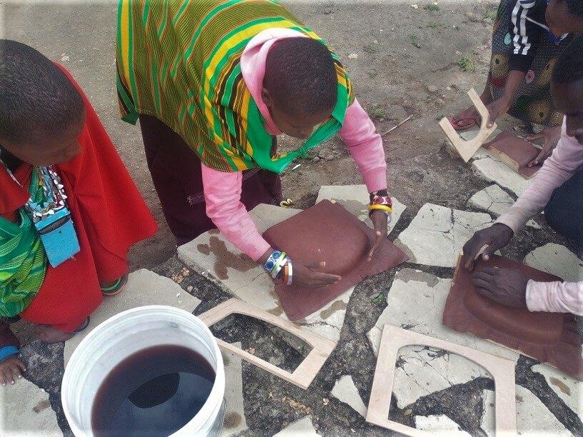 Tanzania Maasai بومی در جهانگردی مسئولانه شرکت می کنند