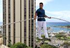 डेयरडेविल, अला मोना होटल के टावरों में दिल को रोक देने वाले हाई-वायर वॉक को पूरा करता है