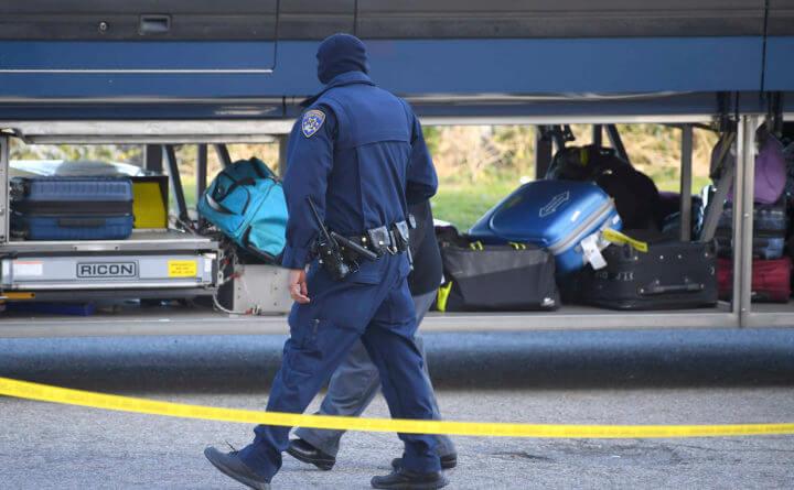 Um morto, cinco feridos enquanto homens armados fazem barulho no ônibus California Greyhound