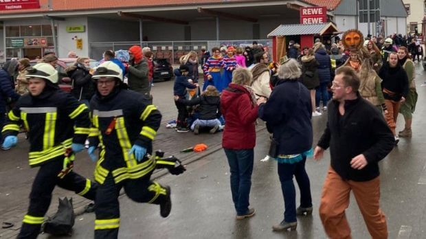 10 people injured in German Carnival parade car attack