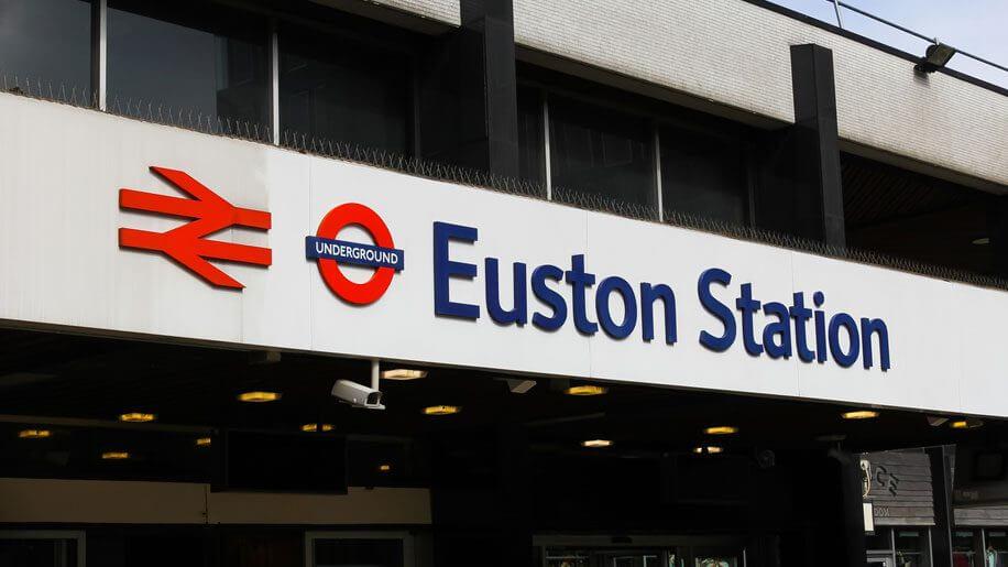 Estação de trem de Londres evacuada após ataque de facada