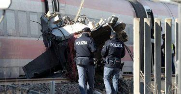 در حادثه سقوط قطار سریع السیر در میلان دو نفر کشته و 29 نفر زخمی شدند