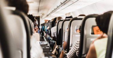 Sådan overlever du en billig flyvning i komfort
