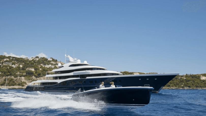 Superyacht مشتری چگونه ساخته می شود؟ نگاه دقیق تری داریم