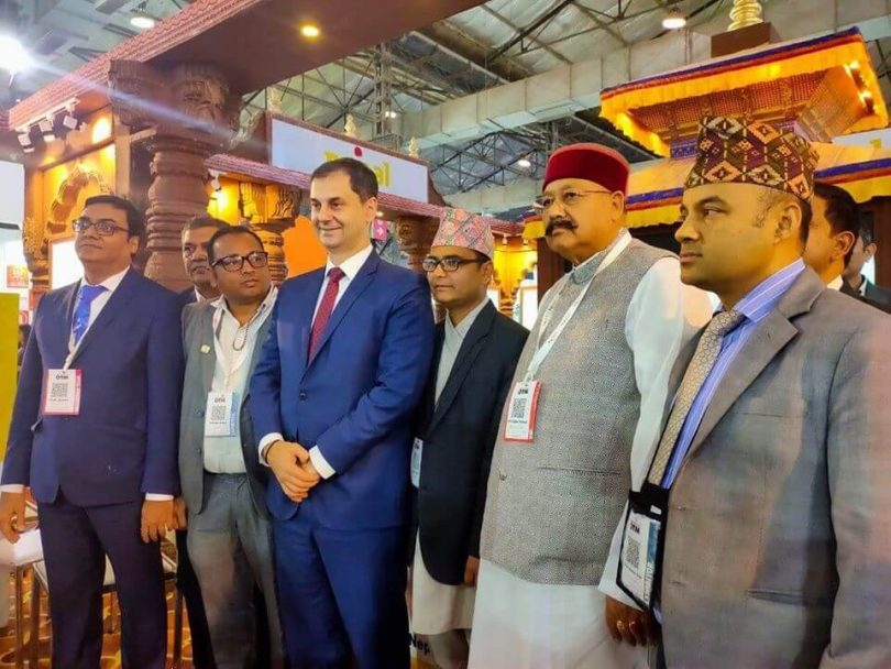 နီပေါနိုင်ငံဆု - OTM Mumbai တွင်အကောင်းဆုံးတင်းကုပ်ဆု