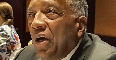 Jamaikas Minister Bartlett spricht der Familie von Sir Royston Hopkin sein Beileid aus