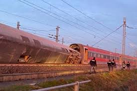 Nopea matkustajajuna tappava suistuu Italiassa