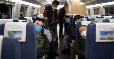 Жителите на китайските роеви влакове Хубей вдигнаха ограниченията за пътуване на COVID-19