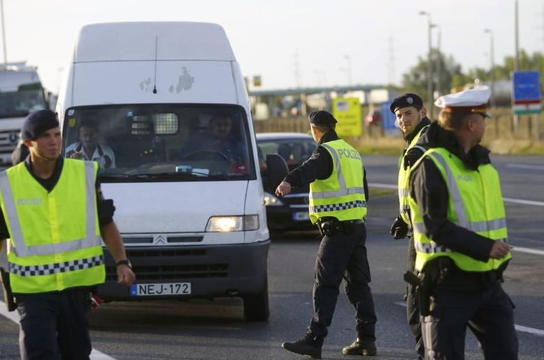 Austria bans France, Spain and Switzerland flights, introduces border checks