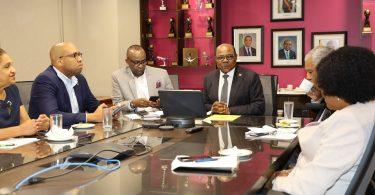Minister Bartlett informiert die wichtigsten Fluggesellschaften über die COVID-19-Reiseprotokolle