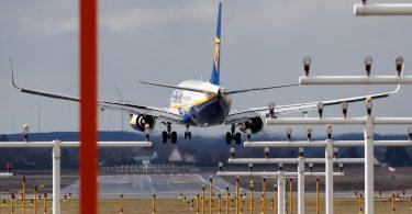 L'UE suspend les règles d'utilisation des créneaux horaires dans les aéroports alors que la demande mondiale de voyages aériens s'effondre