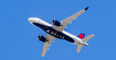 Delta Air Lines улеснява промяната на плановете за пътуване, засегнати от COVID-19