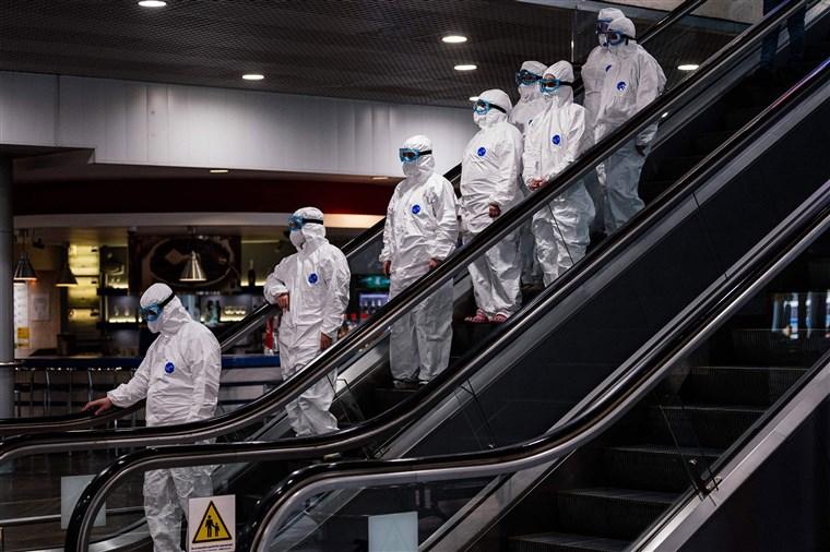 Aeropuerto Sheremetyevo de Moscú: medidas sin precedentes para contener la propagación del COVID-19