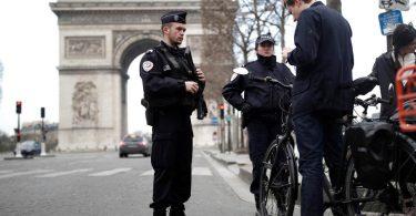 Η γαλλική αστυνομία εξέδωσε 39,000 παραθέσεις για παραβίαση του αποκλεισμού COVID-19