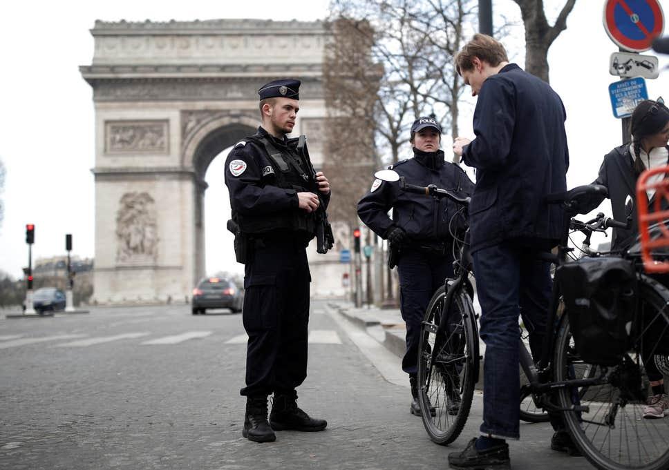 A polícia francesa emitiu 39,000 citações por violar o bloqueio COVID-19
