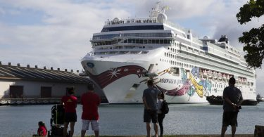Cestujícím norské lodi Jewel umožnilo vystoupit na Havaj a cestovat domů
