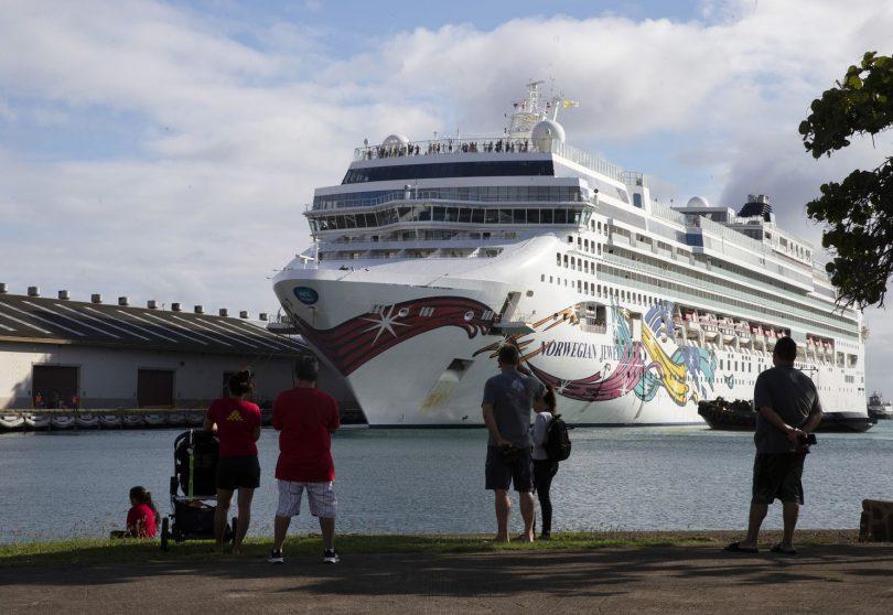 سُمح لركاب رحلة الجوهرة النرويجية بالنزول في هاواي للعودة إلى ديارهم
