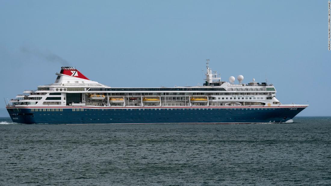 Navio de cruzeiro incapaz de atracar nas Bahamas recebe suprimentos médicos essenciais