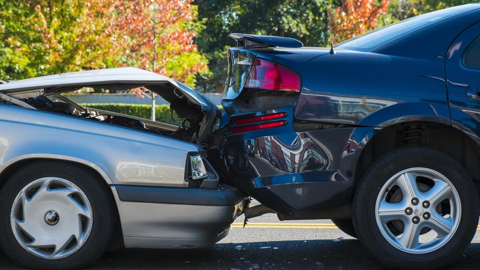 カリフォルニアで休暇中に車にぶつかった場合はどうすればよいですか?