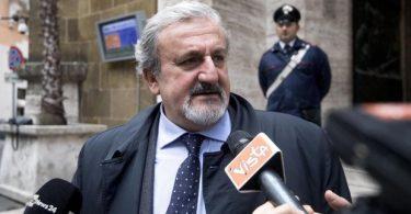 Italský předseda vlády oznamuje ukončení všech komerčních aktivit