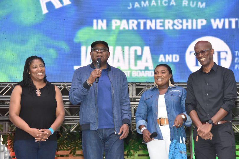 Jamajský ministr cestovního ruchu volá po rumovém festivalu v Montego Bay