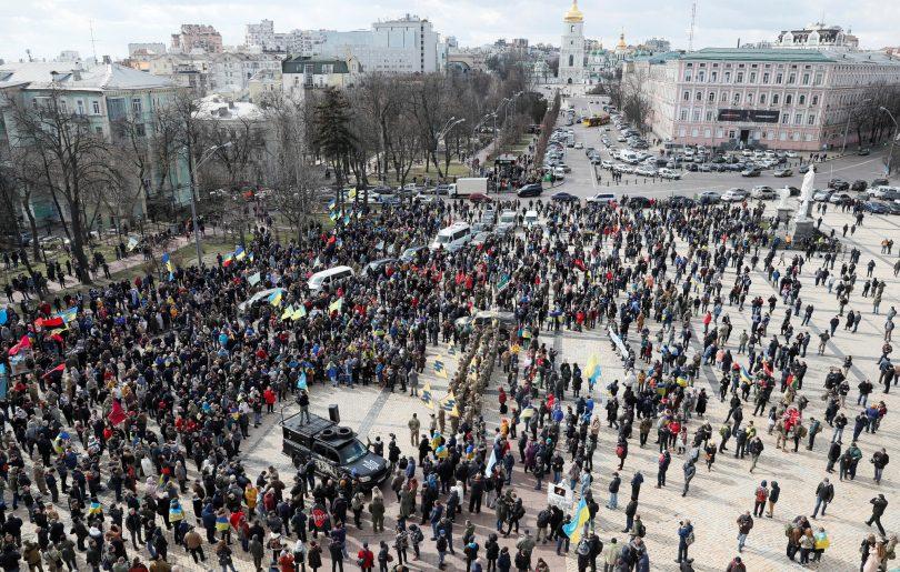 Protestos em massa em Kiev colocam uma cidade de 3 milhões de habitantes em perigo enquanto o metrô foi suspenso