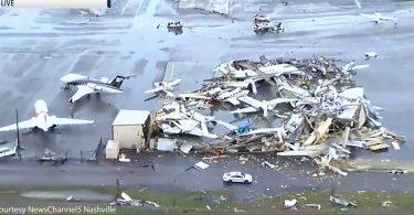 Tornáda zabila nejméně 22 v Tennessee a poškodila letiště