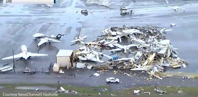 टेनेसीडो टेनेसी में कम से कम 22 मारे गए और हवाई अड्डे को नुकसान पहुंचा