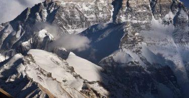 Կորոնավիրուսը հասնում է Էվերեստ լեռը, բայց միայն չինական կողմից