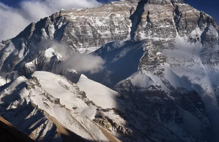 Coronavirus mengejar Gunung Everest, tetapi hanya di China