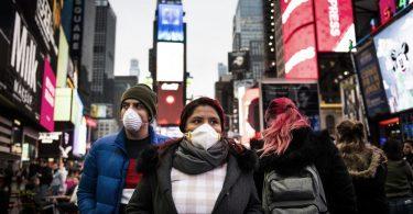"""Newyorčané nařídili nosit masky na veřejnosti """"tam, kde není možné sociální distancování"""""""