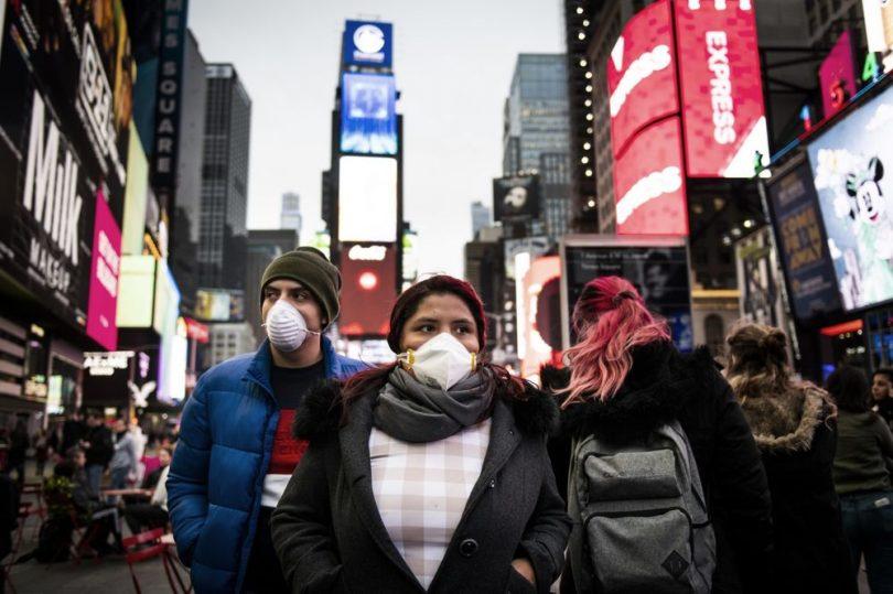 न्यू यॉर्कर्स ने सार्वजनिक रूप से मास्क पहनने का आदेश दिया 'जहां सामाजिक गड़बड़ी संभव नहीं है'