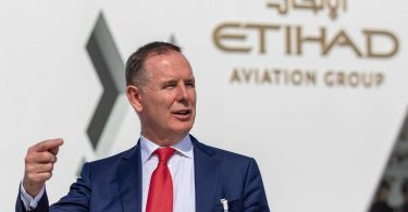 एतिहाद एयरवेज के सीईओ: हम सामान्य उड़ान को फिर से शुरू करने की अपनी योजनाओं के साथ आगे बढ़ेंगे