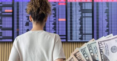 एयरलाइंस को रद्द उड़ानों के लिए नकद धनराशि प्रदान करनी चाहिए, वाउचर नहीं