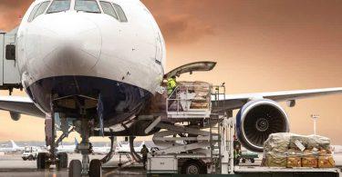 IATA: COVID-19 के रूप में एयर कार्गो मांग टैंक पकड़ लेता है