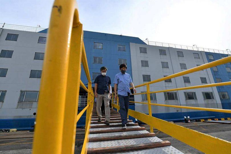 Singapur otima radnike migrante na 'brodove za smještaj' usidrene u zabranjenom području