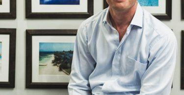 بنیانگذار آدام استوارت اهمیت بنیاد صندل ها را به اشتراک می گذارد