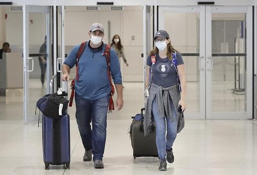 Hawaii Tourists Still Arriving in Hawaii Despite COVID-19