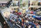 Namate die gevalle van COVID-19 kwyn, open Thailand winkelsentrums en winkels weer