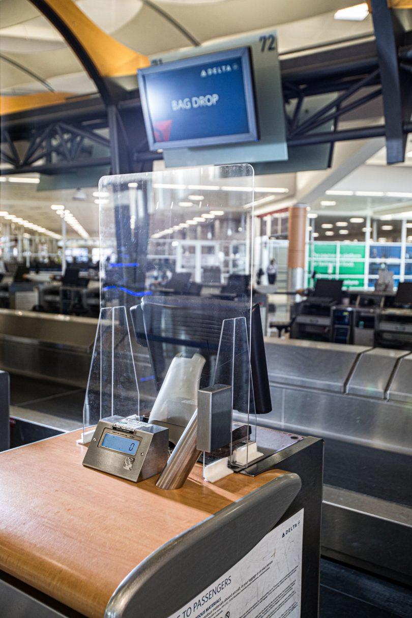 Delta موانع ایمنی دروازه و لابی فرودگاه را با طراحی سفارشی معرفی می کند