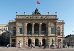 Дания өзүнүн музейлерин, зоопарктарын, театрларын жана кинотеатрларын келгендерге кайрадан ачат