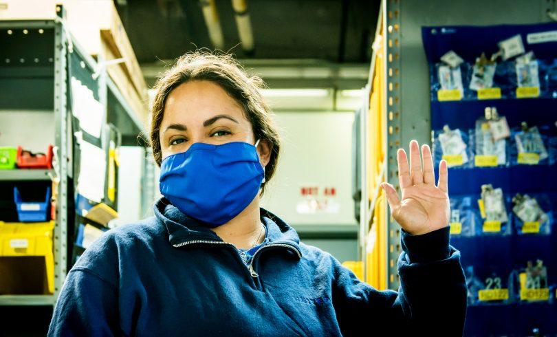 شرکت هواپیمایی یونایتد لباس فرم قدیمی را برای کارمندان به ماسک تبدیل می کند